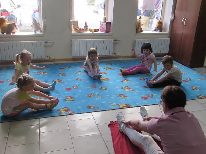 Гімнастичні заняття для дітей фото