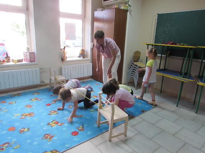 рухливі ігри для дітей молодшого віку фото