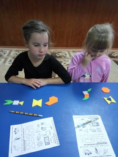Вивчення форми предметів в центрі дитячого розвитку фото